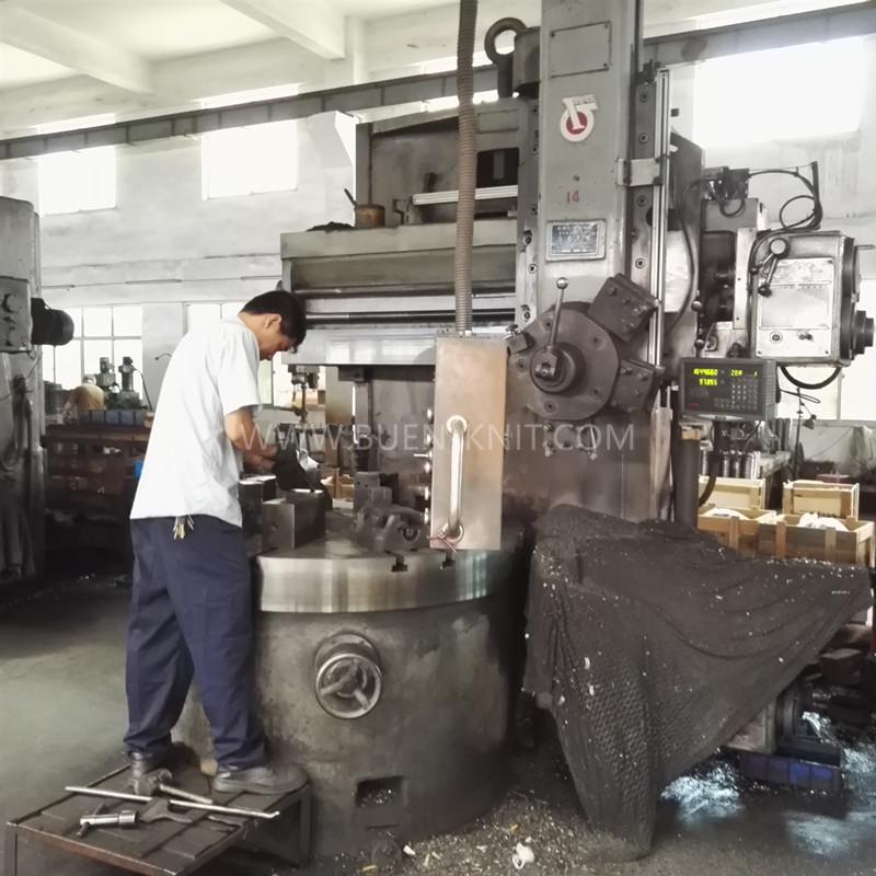 taller-de-máquinas-de-tejer-BUEN-KNIT